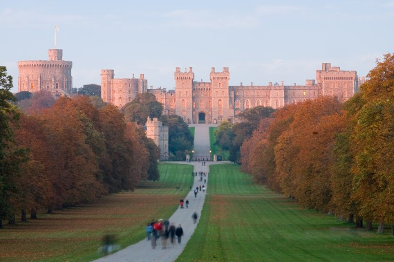 windsor_castle_at_sunset_-_nov_2006-570x379